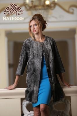 Пальто из каракульчи серебристое прямого силуэта