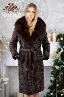 Пальто каракульча с воротником из куницы