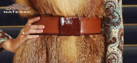 Пояс кожаный из рыжей кожи с лаковой пряжкой