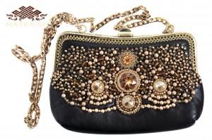 Маленькая черная кожаная сумочка с бисером и камнями